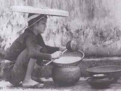 Thiếu nữ hà nội xưa vo gạo bánh chưng