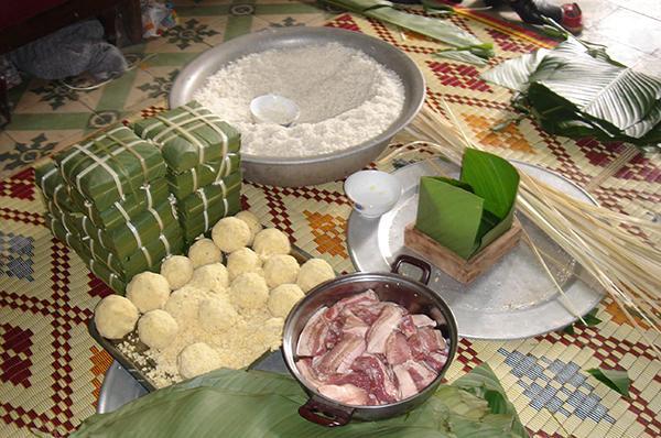 Làng nghề gói bánh chưng ngon Tranh Khúc