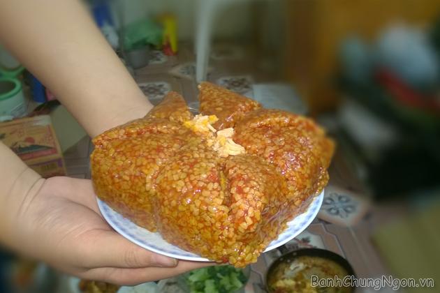 Bạn có thể tìm địa chỉ mua bánh chưng gấc tại Hà Nội