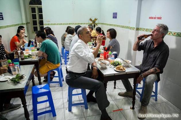 Tổng thống Obama ăn món bún chả cùng với đầu bếp Anthony Bourdain